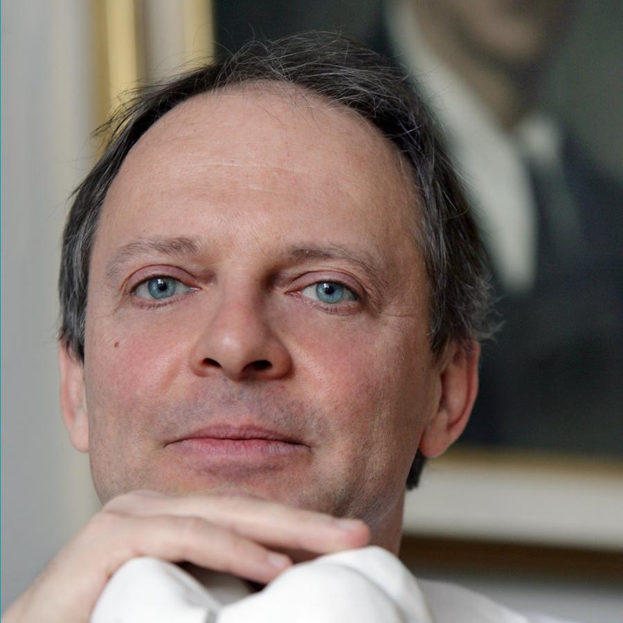 Dr. Alberto Fonzar
